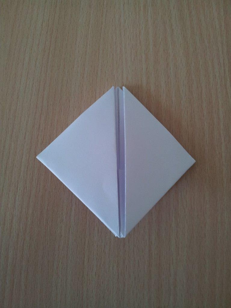 Legt das Viereck mit der Öffnung nach oben vor euch...