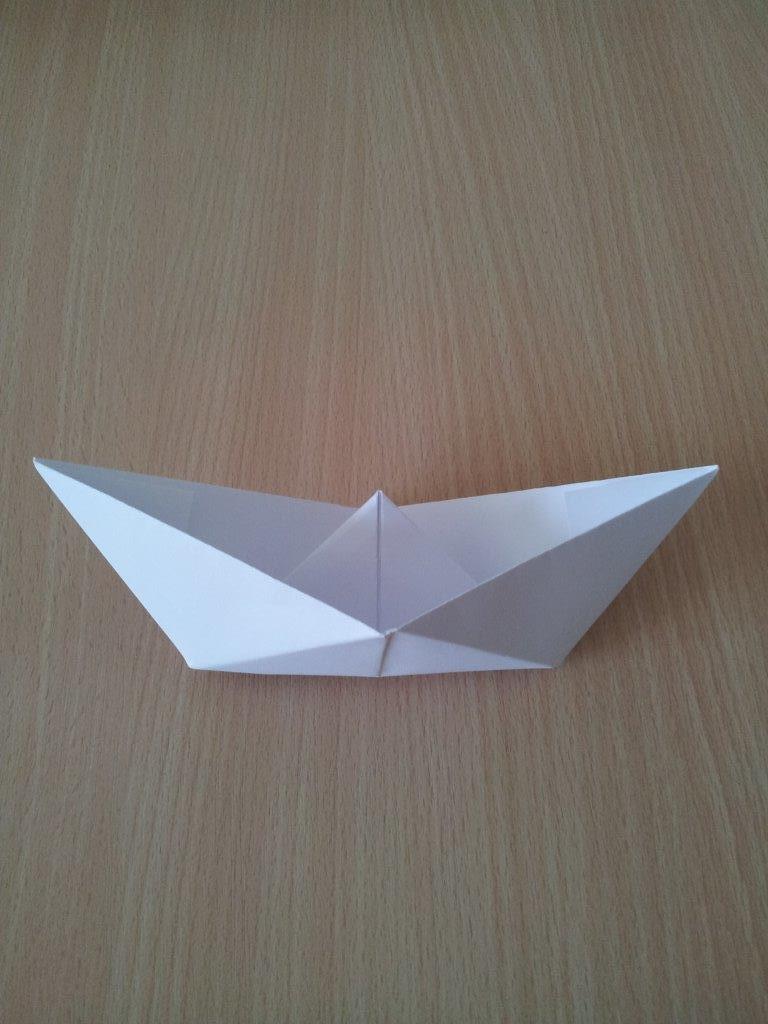 Fertig ist Euer Papierschiffchen!