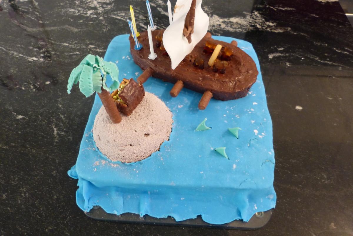 Piratenschiff-Kuchen von hinten