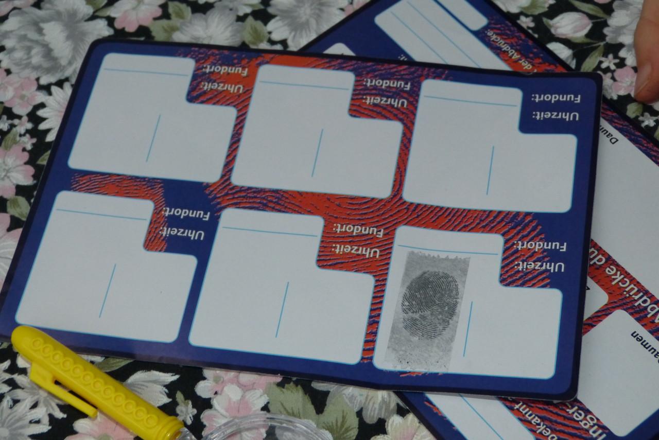 Detektiv-Aufgabe: Fingerabdrücke untersuchen